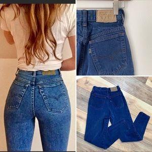 Levi's | TINY 900 Series High Rise Mom Jeans P184
